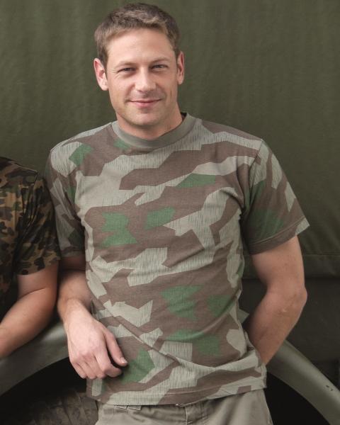 T-Shirt in tarnfarben, 100% Baumwolle, neu